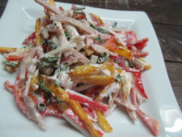 Салат с обжаренным картофелем