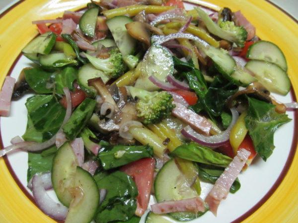 Салат с жареными грибами пошагово
