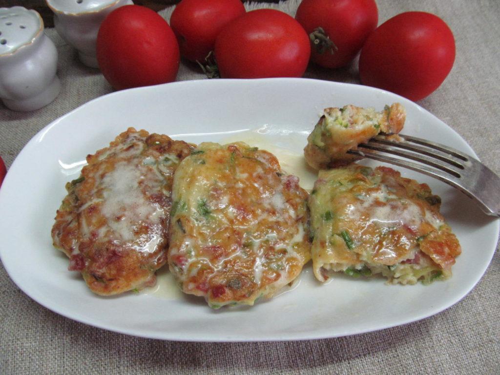 кабачки с колбасой и сыром
